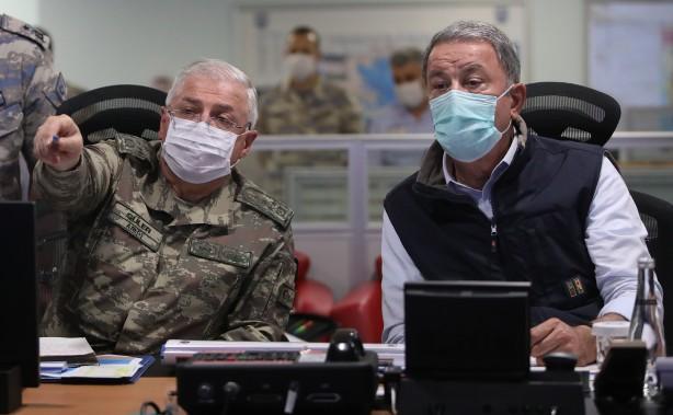 Foto - Akar ve komutanların talimatlarının ardından başlayan harekat, Hava Kuvvetleri Komutanlığı Harekat Merkezi'nden sevk ve idare edildi.