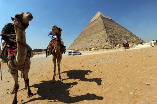 Bilim insanları Mısır'daki Keops Piramidi'ni bir kez daha mercek altına aldı.