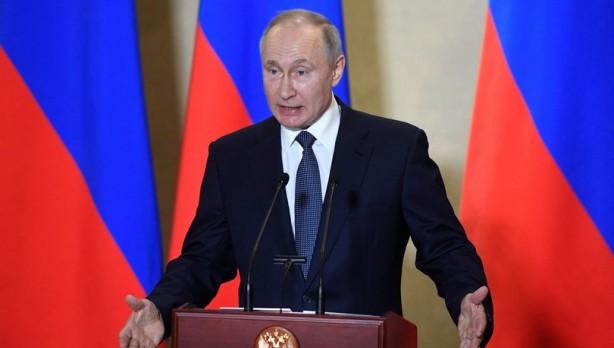 Putin'i şoka uğratan gelişme! Çekirgeler ülkeyi istila etti