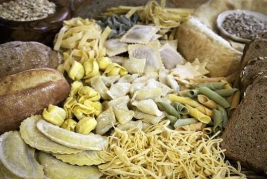 Foto - 'SOFRALARDAN PİLAV, MAKARNA, BÖREK AZALTILMALI' Gün boyunca aç kalındığından beslenmeye çok fazla ağırlık verilmemesi gerektiğini belirten Doç. Dr. Günay Eskici,