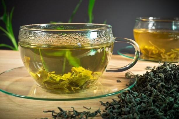 Foto - Yeşil çay, üzüm, kiraz, çilek gözlerde oluşan gerginliği azaltır. Gözdeki kan damarlarını besler ve gözlerin daha canlı ve parlak olmasını sağlar. Bu bitkiler katarakt hastalığına da engel olur.