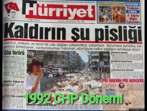 """Foto - İBB AK Parti Grup Başkanvekili ve Esenler Belediye Başkanı Mehmet Tevfik Göksu da, grevdeki CHP'li belediyelerin yönettiği ilçelerde oluşan çöp yığınlarına attığı bir tweet ile dikkat çekti. """"CHP zihniyeti 2 yılda İstanbul'u 29 yıl geri götürdü"""" diyen Göksu'nun paylaştığı fotoğrafta """"Kaldırın Şu Pisliği"""" başlığıyla, 1992 yılına ait bir haber yer alıyor. Haberde, CHP'li belediyelerle sendikaların anlaşmazlıkları sonucu oluşan çöp yığınlarına yer veriliyor. Göksu'nun paylaştığı diğer fotoğrafta da, bugünün CHP'sinin 29 yıl sonra yeniden İstanbul'u çöp dağlarına çevirdiği kareler yer alıyor."""