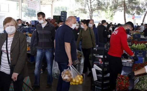 Foto - Pazara alışverişe geldiğini ifade eden Sevilay Özdemir,
