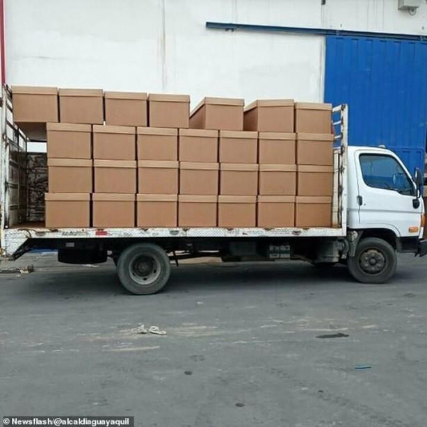 Sokakta kalan cesetler için tabut yerine karton kutular gönderdiler