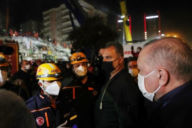 Foto - Erdoğan, Van'daki temaslarının ardından ise deprem felaketini yaşayan İzmir'e geldi.