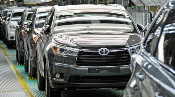 """Foto - Toyota Otomotiv Sanayi Türkiye Başkanı ve CEO'su Toshihiko Kudo, """"Çalışanlarımızın sağlığı her zaman birinci önceliğimizdir. Bu doğrultuda, koronavirüs salgını nedeniyle 7 hafta boyunca operasyonlarımıza ara vermiştik. Çalışanlarımız için gerekli önemleri alarak güvenli bir şekilde operasyonlarımıza yeniden başlayacağız. Umarım, zor günleri geride bırakarak normalleşme yolunda topluma katkıda bulunabiliriz"""" dedi."""