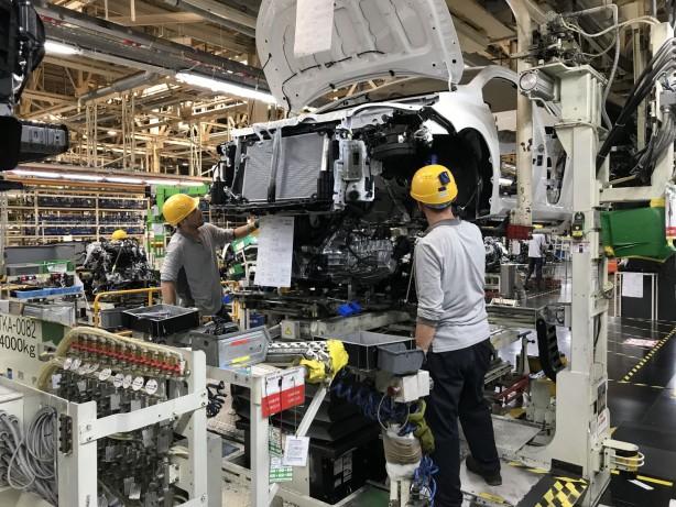 Foto - Bu kapsamda Toyota Otomotiv Sanayi Türkiye, yetkili mercilerin tavsiyeleri doğrultusunda uzun ve detaylı bir sağlık önlemleri listesi hazırladı. Hazırlanan bu önlemler, yönetim ve çalışan temsilcilikleri tarafından onaylandı ve gerekli olduğu durumlarda denetlenecek, gözden geçirilecek ve geliştirilecek bir formatta planlandı.