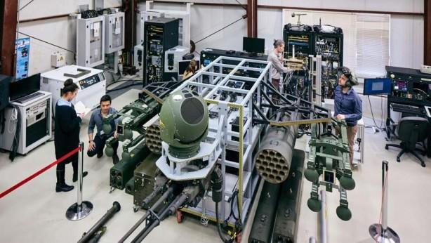 Foto - ASELFLIR-300T'nin en büyük problemi şüphesiz ağırlığı. 95 kilogramlık taret birim ağırlığı ve 23 kilogramlık elektronik birim ağırlığıyla sistemin toplam kütlesi 118 kilograma ulaşmakta.
