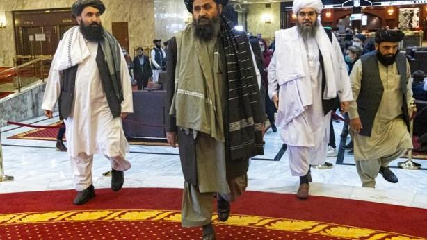 Foto - Öte yandan Afganistan'da geçici hükümet kurma çalışmaları yürüten Taliban yönetimi içinde büyük anlaşmazlık çıktığı iddia edildi. Taliban yetkililerinden edinilen bilgiye göre tartışma cumhurbaşkanlığı sarayında grubun kurucularından Molla Abdulgani Baradar ile Hakkani grubunun önde gelen isimlerinden Mülteciler Bakanı Halil-ur-Rahman Hakkani arasında çıktı.