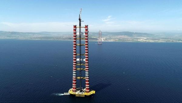 Böylelikle toplam yüksekliği 318 metre olarak planlanan kulelerin tamamlanmasına 68 metre kaldı. 1915 Çanakkale Köprüsü, 18 Mart 2022'de tamamlanarak hizmete açılacak. Çanakkale Boğazı, köprü sayesinde 6 dakikada geçilebilecek.