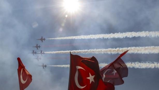 Türk Yıldızları TEKNOFEST'e damga vurdu! Gökyüzünde gururlandıran imza