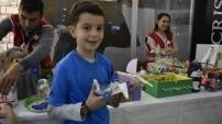 Çocuklar atık malzemelerden oyuncak yaptı