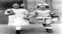 Çocukların hiç değişmediğini gösteren eski fotoğraflar