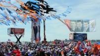Davutoğlu'ndan İzmir'de gövde gösterisi