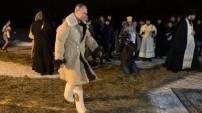 Putin, günahlarından arınmak amacıyla buzlu suya daldı