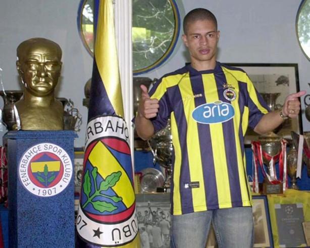 Foto - Tolgahan Sayışman, Fenerbahçe forması altında efsane olan ve Kadıköy'de heykeli dikilen Brezilyalı eski futbolcu Alex de Souza'nın locası diye bilinen yeri satın aldı.