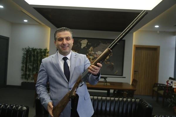 Foto - Tanık, kooperatifte ürettikleri OVİS'in av tüfeği modelinin ise MKE aracılığıyla sivil kullanıcılara sunulduğunu kaydetti.