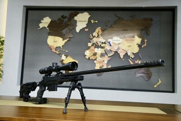 Foto - Huğlu Av Tüfekleri Kooperatifi Yönetim Kurulu Başkanı Naci Tanık, AA muhabirine, uzun menzilli keskin nişancı tüfeğinin yurt dışı pazarında ilgi gördüğünü söyledi.