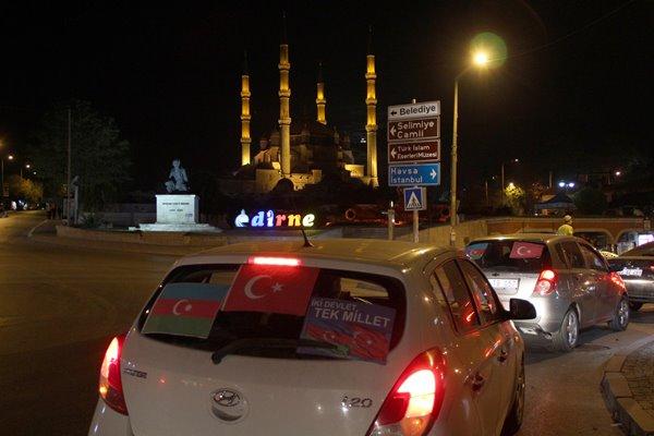 Foto - Edirne'de vatandaşlar, Azerbaycan'a destek için araçlarıyla konvoy oluşturup şehir turu attı.