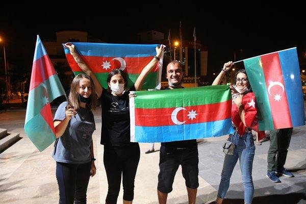 Foto - Antalya'da vatandaşlar, Azerbaycan'a destek için araçlarıyla konvoy oluşturup şehir turu attı.