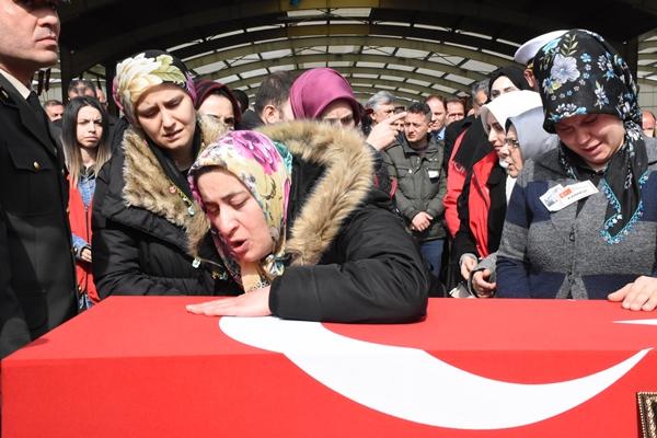 Foto - Kılınan cenaze namazının ardından dua edildi ve helallik istendi. Şehit Cuma Bağatur'un cenazesi,