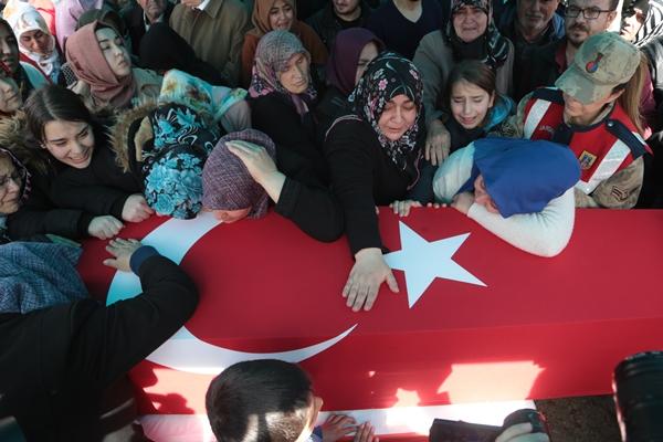 Türkiye İdlib şehitlerini son yolculuklarına uğurladı