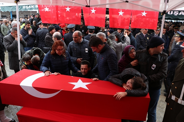 Foto - ADIYAMAN <br> Suriye'nin İdlib kentinde rejim unsurlarının hava saldırısı sonucu şehit olan Piyade Uzman Onbaşı Mehmet Orhan'ın cenazesi, memleketi Adıyaman'da toprağa verildi.