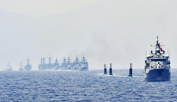"""Foto - Bu bir ikaz; 'artık bu adalarda, karasularımı kapsayacak alanlarda istediğini yapamazsın' mesajı veriyoruz. Yunanistan değil başka ülkeler de istediğini yapamaz. ABD gemisi Rodos'a girdi, notasını veriyoruz direkt..."""" (Yenişafak)"""