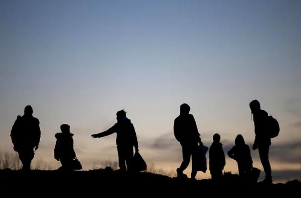 Foto - Afganistan'da yaşanan kriz ortamı sonrası Avrupa'ya büyük bir göç dalgasının yaşanması bekleniyor. Özellikle Türkiye bu durumdan bir hayli etkileniyor. Van'dan Türkiye'ye her gün sayısız düzensiz göçmenin geçtiği öne sürülüyor.