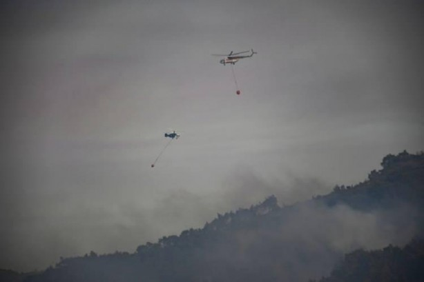 Foto - Marmaris'te yangın sürüyor. Turunç Mahallesi'nde tur tekneleriyle tahliye yapıldı. Köyceğiz'de yangın sürerken, Seydikemer ilçesindeki yangın kısmen kontrol altına alındı.