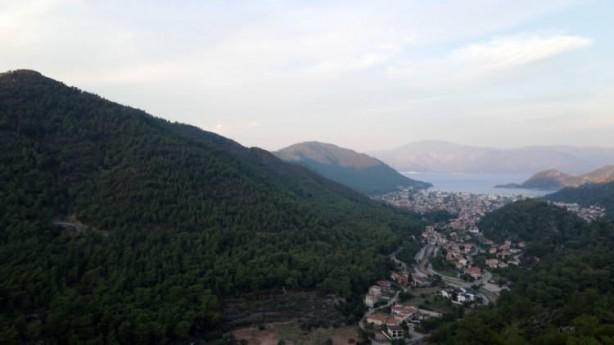 Foto - Marmaris İlçesine Bağlı İçmeler Mahallesinde günler süren müdahaleyle kontrol altına alınan yangının hasar verdiği bir bölgenin önceki ve sonraki durumu havadan drone ile görüntülendi.