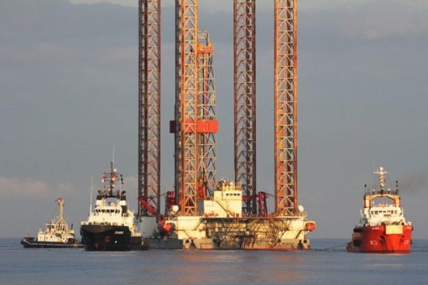 Foto - 5)320 milyar metreküplük gaz nasıl çıkarılacak? Türkiye'nin kıyılarından yaklaşık 150 kilometre uzakta tespit ettiği gaz için ilk olarak tespit kuyuları açılacak. Sonrasında nihai yatırım kara verilerek bölgeye dev bir platform kurulacak. Platformla 3500 metre derinlikteki gaz yüzeye çıkarılacak.