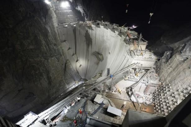 Türkiye'nin en yüksek barajının gövdesinde son 50 metre kaldı