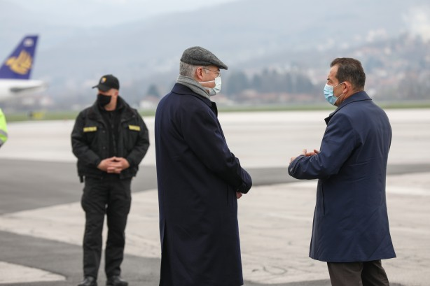 Foto - Cumhurbaşkanı Erdoğan, Bosna Hersek Devlet Başkanlığı Konseyi üyelerinin 16 Mart'ta gerçekleştirdiği Ankara ziyareti sırasında ülkeye 30 bin doz aşı gönderme sözü vermiş, aşılar 28 Mart'ta Saraybosna'ya ulaştırılmıştı.