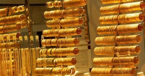 Foto - Altın fiyatları hafta başından bu yana girdiği düşüş trendini sürdürüyor. Altının gram fiyatı, yeni güne 377 lira seviyelerinde başladı. Aynı dakikalarda çeyrek altın 620 lira, Cumhuriyet altını ise 2.474 liradan işlem görüyor. Altının ons fiyatı ise şu dakikalarda 1.727,60 dolar seviyesinde bulunuyor.