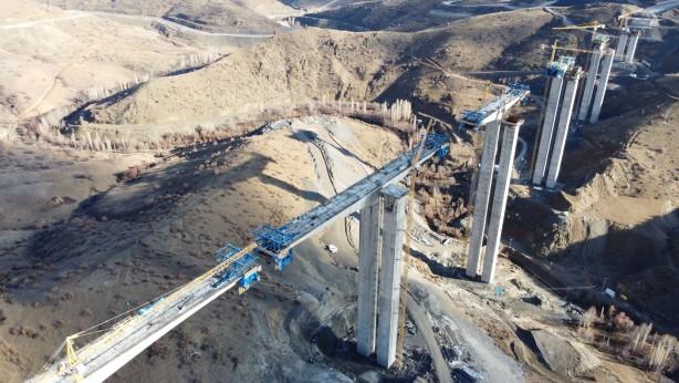 Foto - Ülkenin prestijli projelerinden birinin bölgede yükseldiğine işaret eden Hadimioğlu şunları kaydetti: