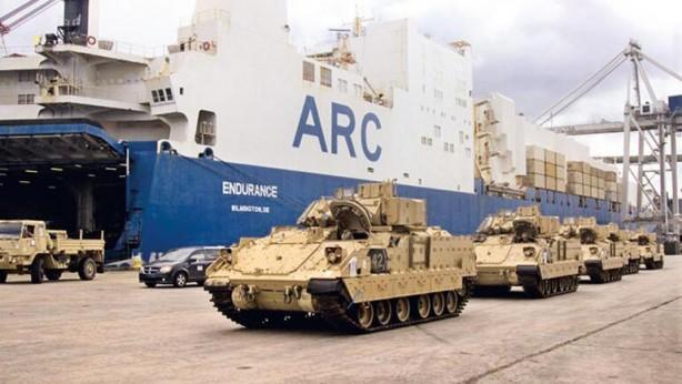 Foto - BAZI ARAÇLAR YUNANİSTAN'DA KALACAK - En az 400 askeri araçtan sevkiyatta M1A2 Abrams tankları, M117 zırhlı araç ve M2A2 Bradley zırhlı muharebe araçları ve helikopterler bulunuyor. Dedeağaç limanındaki iki kargo gemisinden boşaltılan silahların bir kısmının Balkanlar'da gerçekleştirilecek NATO tatbikatları için demiryolu ve karayolu ile Bulgaristan ve Romanya'ya sevk edildi. Bazı araçların da Yunanistan'da kalacağı belirtildi.