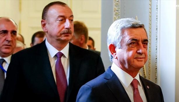 Foto - Sarkisyan'ın Türkiye'nin soykırımcı olduğunu söylemesi üzerine Aliyev tepki göstermişti. İşte Aliyev'den Tarihi Türkiye savunması: Bugün maalesef, Ermenistan Cumhurbaşkanı fırsatçılık yaparak, Türkiye'ye sadırmaktadır. Türkiye heyetinin bulunmadığı bir ortamda bunu yapmak çok kolaydır. Türkiye yok fakat ben buradayım.