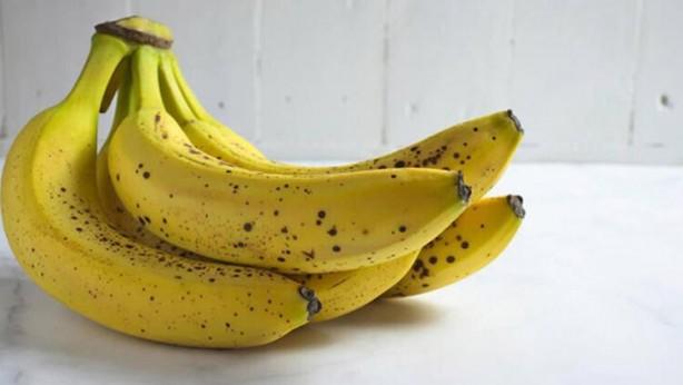 Foto - 9) Mümkün olduğunca yatmadan önce çok baharatlı ve yağlı yiyeceklerden uzak durmaya çalışın. Bu besinlerin sindirimi zor olacak ve vücudunuzu sıkıntıya sokacaktır.