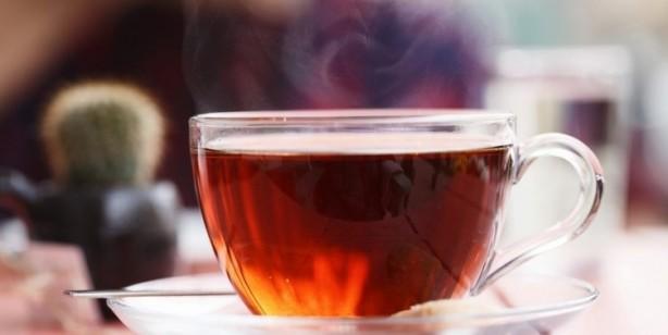 Foto - SICAK İÇECEKLER Son zamanlarda yapılan çalışmalar, düzenli olarak çok sıcak içecekler tüketmenin yemek borunuza zarar verebileceğini ve boğaz kanserine yol açabileceğini göstermiştir. Bilim insanları bunu 65 C olarak açıklıyor.