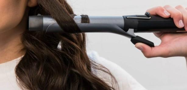 Foto - - Saç maşası ve saç kurutma makinelerinden mümkün olduğunca uzak durun. Saçlarınızı geniş bir saç fırçası kullanarak tarayın.