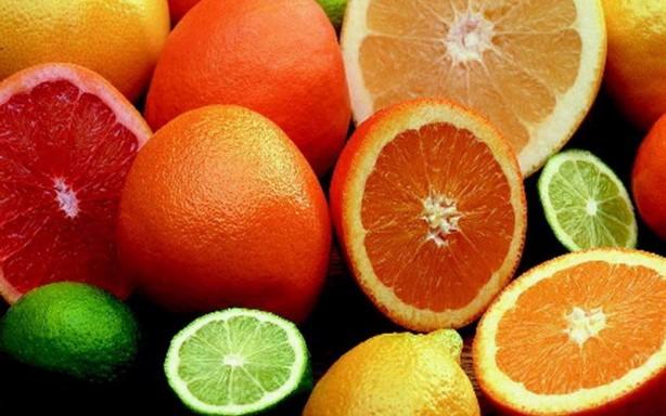 Foto - Özellikle narenciye grubu meyveler bağışıklık sistemini destekleyici C vitamininden zengin olduğu için, bu meyvelerin tüketimi gereklidir.