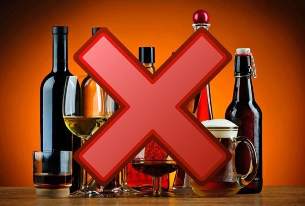 """Foto - Alkollü içeceklerdeki tehlike: Ayrıca alkollü içecekler vitamin, mineral emilimini olumsuz etkilediğinden, tüketimi mümkün olduğunca sınırlı olmalıdır."""" diye açıklamada bulundu."""
