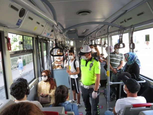 Foto - Önceki genelgelerde belirtilen istisnalar hariç 65 yaş üstü ve 20 yaş altı toplu taşıma araçlarını kullanamayacak.