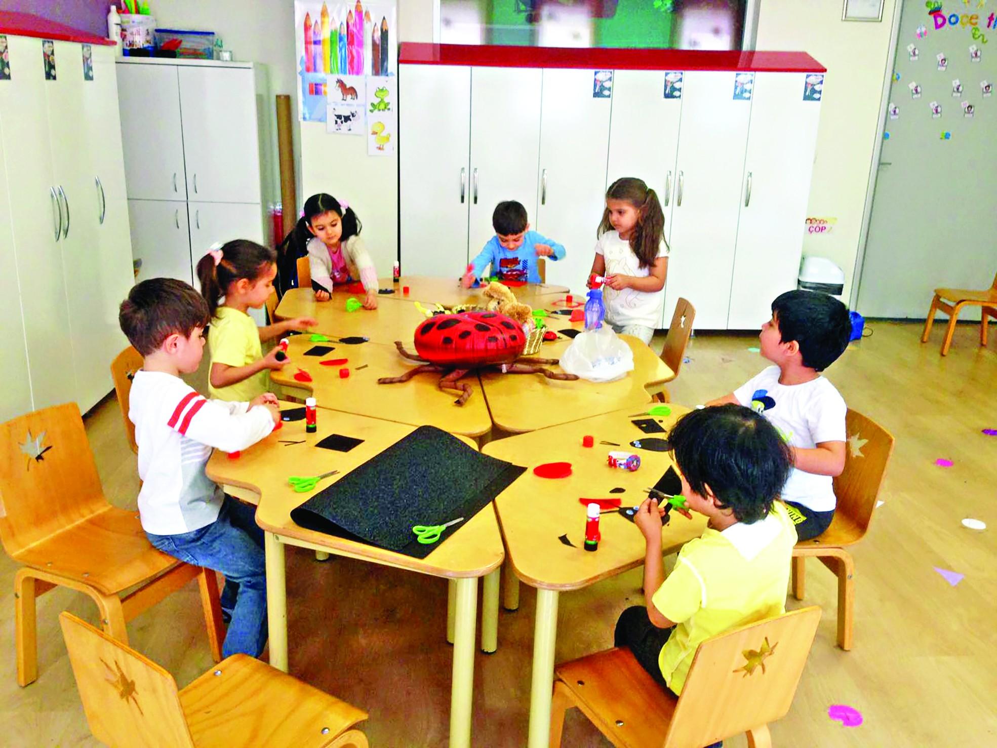Okul Oncesi Ingilizce Aile Bireyleri Boyama Boyama Sayfasi