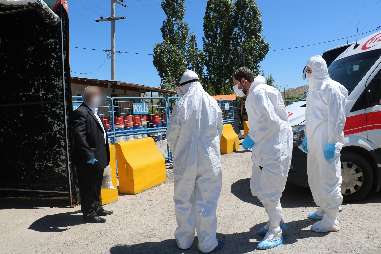 1593595605 a96076 Sivas-İstanbul yolunda koronavirüs paniği! Yolcu, kimlik kontrolü sonrası apar topar hastaneye götürüldü 1