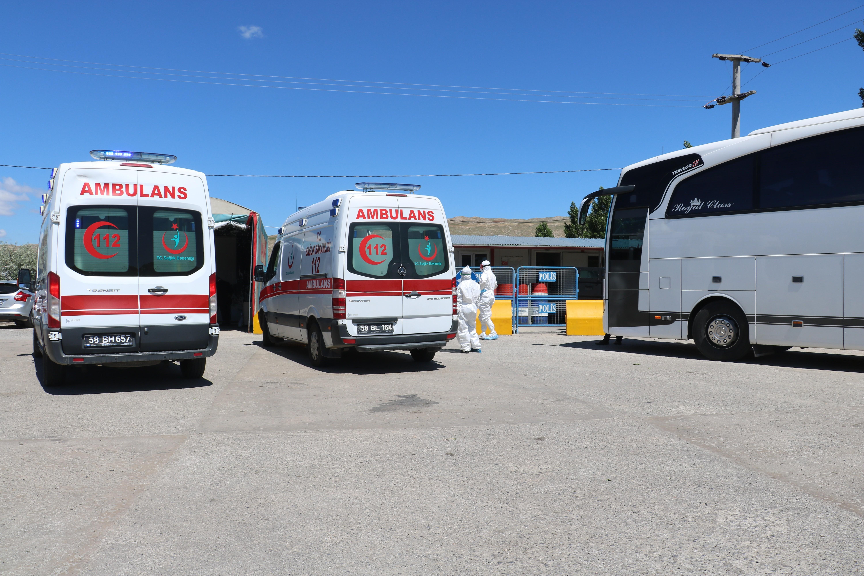 1593595616 e0e501 Sivas-İstanbul yolunda koronavirüs paniği! Yolcu, kimlik kontrolü sonrası apar topar hastaneye götürüldü 2