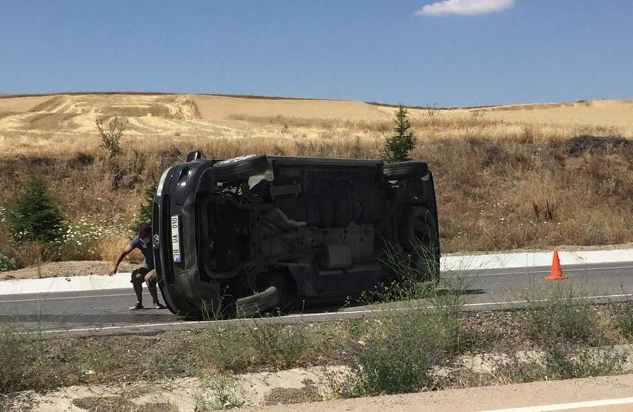 1593867150 d13dc5 Kırıkkale'de yolcu taşıyan minibüs devrildi 1