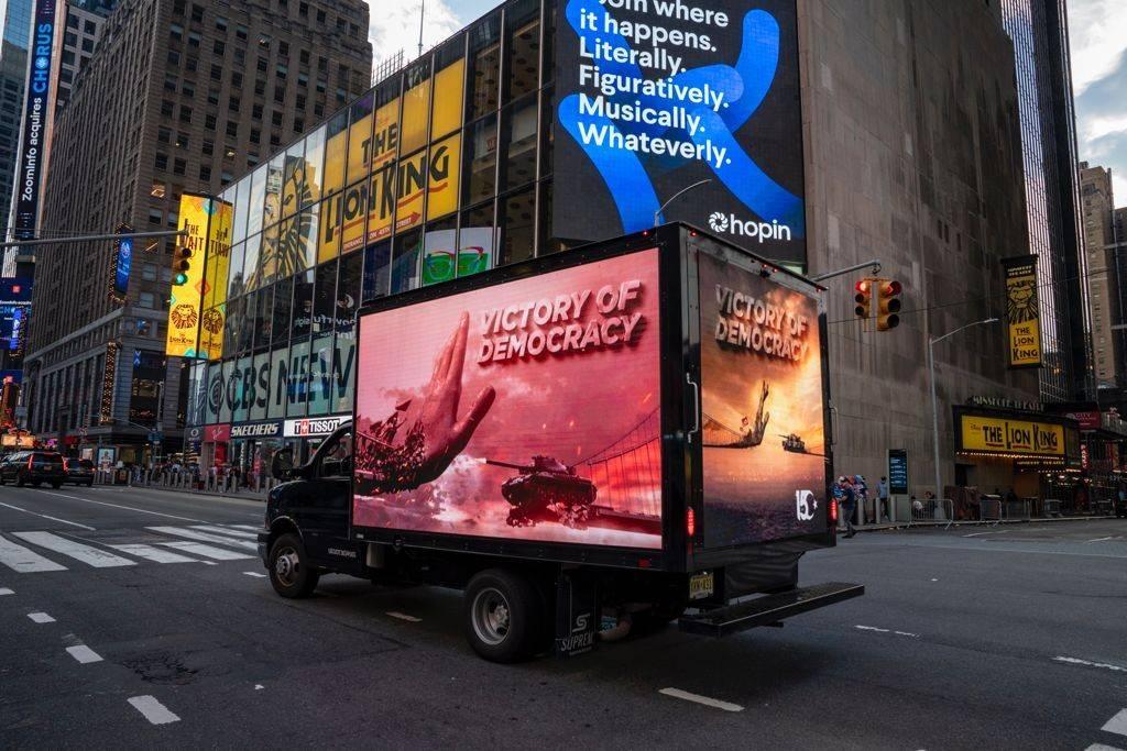 New York'un ünlü Times Meydanı'nda FETÖ'cüleri kudurtan görüntü!