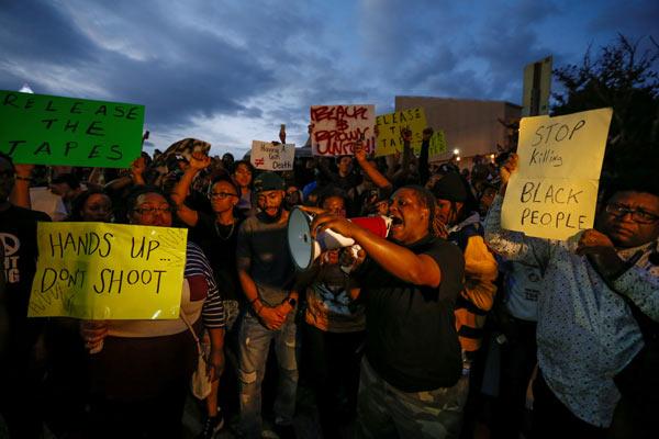 Charlotte'ta bir gösterici öldürüldü